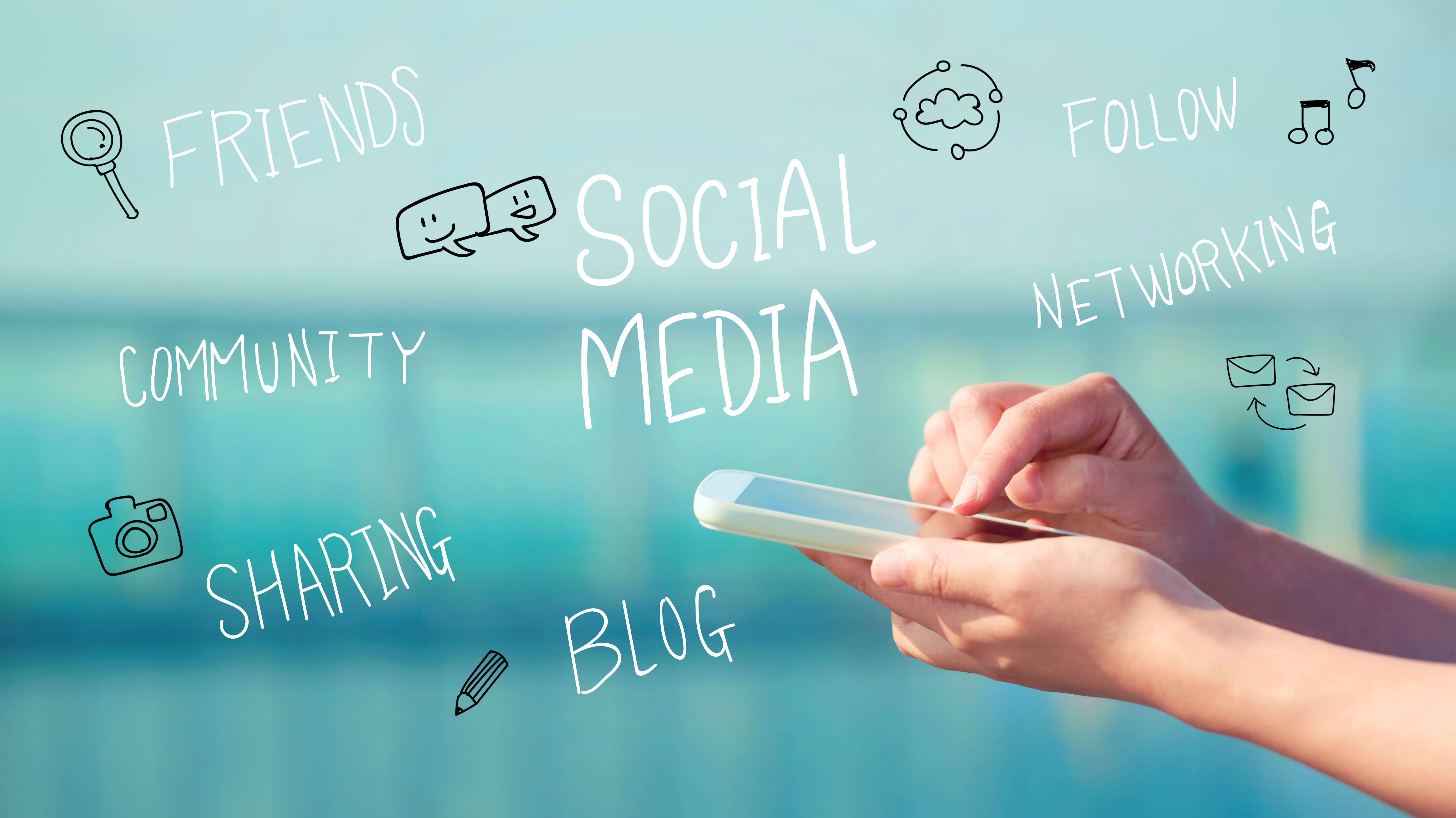 Facebook i Instagram to media w których musisz skrócić dystans, jeśli chcesz osiągnąć sukces. LinkedIn i Twitter mogą być już bardziej formalne, ale wciąż musisz pamiętać o tym, że piszesz do ludzi!