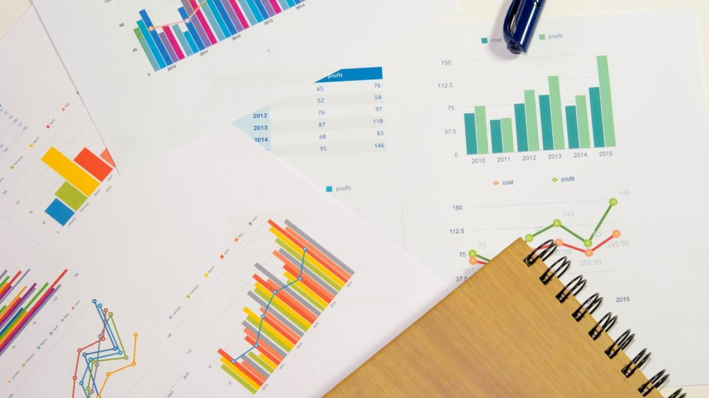 W agencji marketingowej specjaliści wykorzystują dużo płatnych narzędzi analitycznych